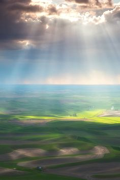 Beams of Light - The Palouse by David Thompson One of the most incredible displays of light that I have witnessed. The way the beams of light illuminated the landscape was magical. Pretty Pictures, Cool Photos, Pretty Pics, Hampshire, Wyoming, Beautiful World, Beautiful Places, Iowa, Belleza Natural