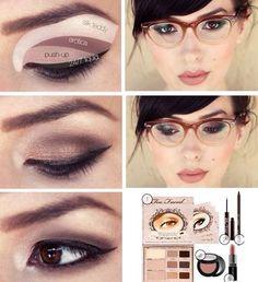 Trucco con palette Too Faced per chi porta occhiali!