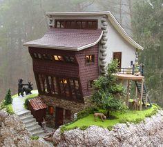 http://www.miniatures.com/Assets/MichelleMiller2Back750.jpg