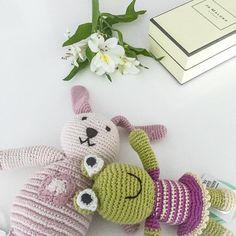 In cerca di regali per un neonato? Abbiamo selezionato per te tanti teneri pupazzetti, dolcetti e sonagli, rigorosamente handmade e Fairtrade!  ->http://www.reregreen.com/shop/16-sonagli  #pebble #pebbletoys #pebblechild #newborngift #newborn #flowers #donut #rattle #babygift #purchasewithpurpose #fairtrade #handmade #knitting #crochet #bunny #frog