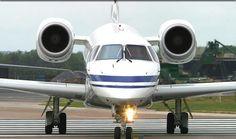 Embraer Legacy ( 12 - 13 plazas ) Gracias a sus bajos costes de explotación y su excelente capacidad para equipaje, se trata de una elección popular entre los VIPs para giras y visitas especiales.