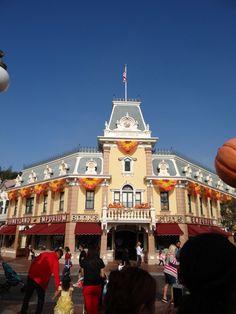 Disneyland Emporium Decorated for Halloween Time