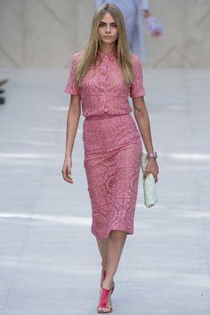 VOGUE fashion | trends | フェミニンな自分を発見できる、可憐なレースのアイテム。 | BURBERRY PRORSUM