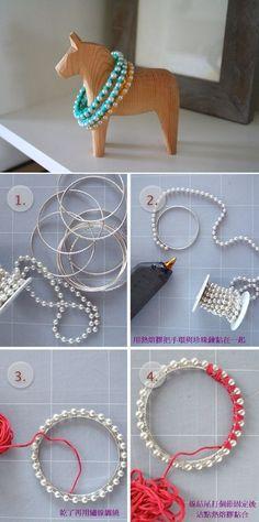 Este es un tutorial para hacer una bonita pulsera de perlas rígida. La podemos usar tanto para un evento tipo boda, fiesta, celebración... ...