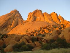 namibia | The sun setting on the Spitzkoppe