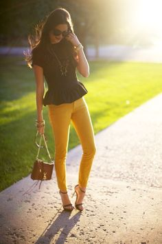 Black peplum top with yellow skinny jeans! Need to find this color of jeans! Passion For Fashion, Love Fashion, Fashion Trends, Daily Fashion, Everyday Fashion, Style Fashion, Fashion Inspiration, Mustard Pants, Mustard Yellow