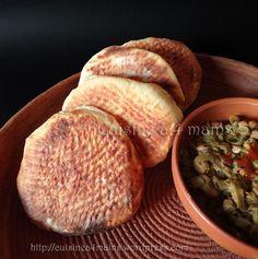 Toujours de la boulange, mais cette fois ci nous restons en Algérie pour préparerces délicieuses galettes trouvées chez Louisa dont le blog regorge de belles recettes. Etant habituée à u…