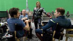 Robert Downey Jr, Joss Whedon, Chris Hemsworth & Chris Evans on set of The Avengers Avengers 2012, The Avengers, Avengers Movies, Stony Avengers, Films Marvel, Marvel Dc, Marvel Heroes, Joss Whedon, Age Of Ultron