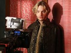 All rise for the new King of France. 2 at Toby Regbo Reign, King Francis Of France, Reign Serie, Reign Hairstyles, Reign Quotes, Reign Tv Show, Reign Mary, Reign Dresses, Reign Fashion