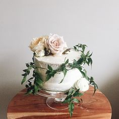 awesome vancouver florist naked cake part two. by @skylargee  #vancouverflorist #vancouverweddingcake #vancouverflorist #vancouverwedding #vancouverweddingdosanddonts