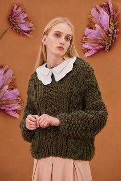 Shop&Watch online at: www.patipasek.com  #handmade #chunky knits #chunky wool #khaki jumper #oversize sweater #cozy yarn Photo: Koty2Photostorytellers Chunky Knits, Chunky Wool, Winter 2017, Fall Winter, Jumper, Ruffle Blouse, Cozy, Pullover, Watch