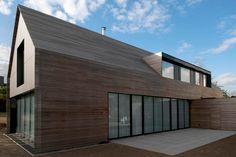 Niedrigenergiehaus in Filsdorf - Haus Kieffer: Terrasse von STEINMETZDEMEYER architectes urbanistes