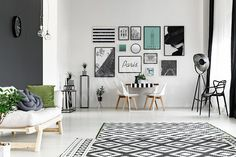 Black and white walls in spacious living room with dining table , Pink Living Room, Spacious Living Room, Stylish Home Decor, Minimalist Room, Apartment Decorating Hacks, Home Decor, House Interior, Home Decor Hacks, Apartment Decor