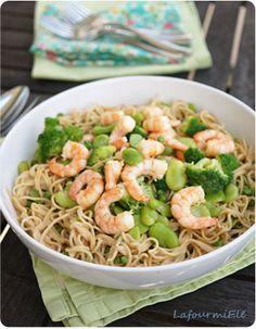 Nouilles aux légumes verts et crevettes au lait de coco #fèves #petitspois #brocoli
