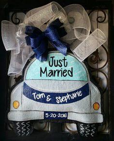 Just Married Burlap Door Hanger Decoration and Wreath Replacement Burlap Wall Hangings, Burlap Art, Painting Burlap, Burlap Crafts, Tole Painting, Wedding Door Hangers, Wedding Doors, Burlap Door Hangers, Wedding Signage