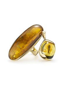 House of Amber - Astonishing gold rings with amber with insects.