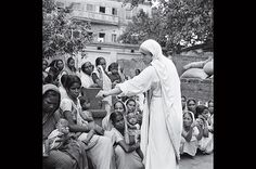 For Mother Teresa's Centenary, a Trove of Rare Photos. A gallery of images from a forgotten assignment by Homer Page, a photographer who came across Teresa at the beginning of her ministry Background For Powerpoint Presentation, Mother Teresa, Patron Saints, Blessed Mother, Photo Essay, Rare Photos, Religious Art, Atheist, Kids House