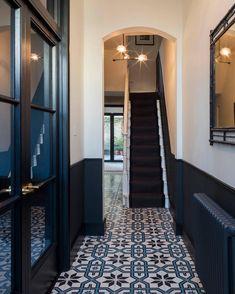 15 Stairway Lighting Ideas For Modern And Contemporary Interiors Most Popular Light for Stairways Tiled Hallway, Dark Hallway, Hallway Flooring, Victorian Hallway Tiles, Flooring Tiles, Wainscoting Hallway, Modern Hallway, Edwardian Hallway, Black And White Hallway