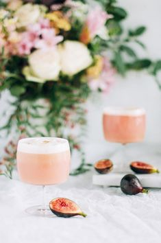 fig and edible gold leaf cocktail // Craft & Clocktails for SF Girl By Bay - Sexy Cocktails - Winter Cocktails, Craft Cocktails, Easy Cocktails, Party Drinks, Fun Drinks, Cocktail Recipes, Beverages, Drink Recipes, Pink Cocktails