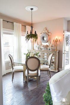 christmas-breakfast-nook-with-garland-chandelier
