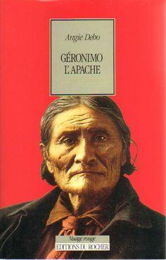 Biographie de Geronimo, 1994. Le statut de Géronimo n'était pas celui d'un chef traditionnel. L'homme, Apache Chiricahua-Bedonkoke, devint rebelle le jour où sa famille fut massacrée par des mexicains. Le trauma qu'il subit en fit un guerrier hors du commun restant sourd à toutes recommandations. Géronimo fut incontrôlable jusqu'à sa reddition définitive en 1886.