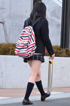 School Girl Japan, School Girl Dress, High School Girls, Japan Girl, Cute School Uniforms, Estilo Preppy, Girls In Mini Skirts, School Looks, Cosplay Girls