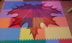 Triezje's Blaadje - Maple Leaf Knit Shawl | ColorShift Yarn Showcase