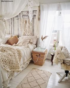 Boho Wohnen ♡ Wohnklamotte We love nature! Warm, calm colors are a must for the Natural Living trend Bohemian Bedroom Decor, Boho Room, Bohemian Living, Bohemian Style, Room Ideas Bedroom, Bedroom Bed, Bedrooms, Bedroom Designs, Girls Bedroom