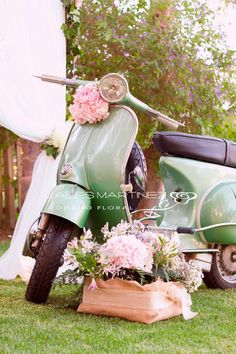 Driftwood Wedding Centerpieces, Wedding Decorations, Christmas Decorations, Vespa Wedding, Vans Vintage, Timeless Engagement Ring, Wedding Ceremony, Wedding Day, Wedding Transportation