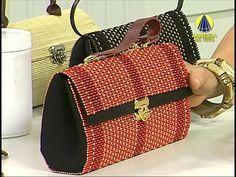 DIY Clutch con Salvamanteles - YouTube Diy Clutch, Diy Purse, Clutch Bag, Handmade Handbags, Handmade Bags, Diy Makeup Bag, Clutch Pattern, Messenger Bag Men, Bag Patterns To Sew
