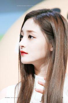 dedicated to female kpop idols. Korean Actresses, Actors & Actresses, Model Girl Photo, Women In China, Girls Album, China Girl, Doutzen Kroes, Boys Over Flowers, Produce 101