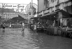 View of flooded Temple Street, looking towards People's Park wet market along the parallel New Bridge Road and Eu Tong Sen Street. The taller buildings in the background belong to Pearl's Hill Police Headquarters. History Of Singapore, Singapore Photos, Photographs And Memories, Back In Time, Old Photos, Past, Temple, Police, Buildings
