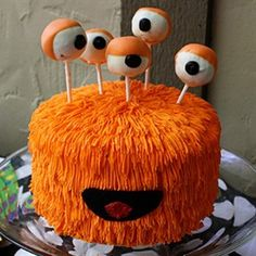 Monster Cake w/ Cake Pops, cute idea for monster party Crazy Cakes, Halloween Cakes, Halloween Treats, Creepy Halloween, Whimsical Halloween, Healthy Halloween, Halloween Carnival, Halloween Birthday