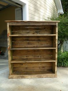 shelving made from pallets. I want to do this for my daughters room. Her current TV stand is an old crate turned on its side with shelves added for storage, but it takes up a lot of floor space. This would be so much better. Add cute baskets for storage.