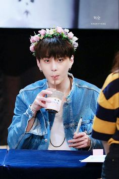 Junhyung - Beast 160706 | Highlight Fansign Yong Jun Hyung, Light Highlights, Beauty Forever, Seriously Funny, Kris Wu, Cube Entertainment, Asian Boys, Funny Kids, Pretty Pictures