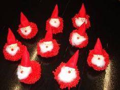 ARGE Kleinschulen in Vorarlberg: > Textiles Werken Textiles, Christmas Ornaments, Holiday Decor, Home Decor, Pom Poms, Crochet Fish, Braid, Xmas Ornaments, Homemade Home Decor