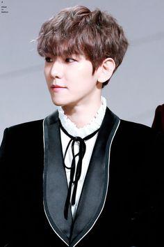 Baekhyun - 161202 2016 Mnet Asian Music Awards, red carpet Credit: Mibaek.