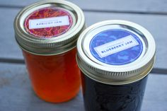 20 + links for canning labels. Blueberry jam and apricot jam jar labels Jam Jar Labels, Canning Jar Labels, Jam Label, Canning Recipes, Mason Jar Candy, Mason Jars, Free Label Templates, Labels Free, Organizing Labels