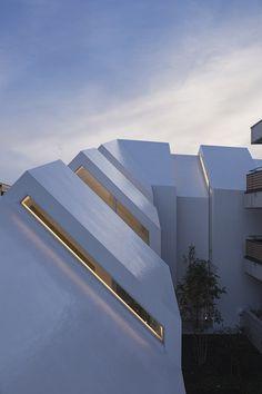 hkl studio : Asahicho Clinic - ArchiDesignClub by MUUUZ - Architecture & Design Minimal Architecture, Space Architecture, Amazing Architecture, Contemporary Architecture, Architecture Details, Architecture Interiors, Design Clinique, Tokyo Ville, Clinic Design