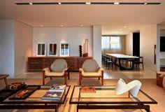 Design brasileiro no apê mineiro. Veja: http://www.casadevalentina.com.br/blog/detalhes/design-brasileiro-no-ape-mineiro-2786 #decor #decoracao #interior #design #casa #home #house #idea #ideia #detalhes #details #casadevalentina #living #livingroom #sala #saladeestar