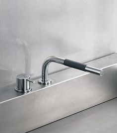 Www  Vola 500T1L-20 Brushed Chrome Single Handle Kitchen Faucet With Spray