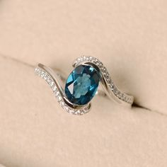 London blue topaz ring oval cut ring engagement ring by LuoJewelry Vintage Gold Engagement Rings, Rose Gold Engagement Ring, Diamond Wedding Bands, Argent Sterling, Sterling Silver, Blue Gemstones, Blue Topaz Ring, London Blue Topaz, Ring Verlobung