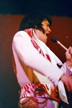 On stage at the Las Vegas Hilton in december 11 1976.