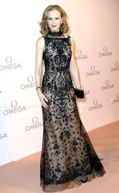 Nicole Kidman makes a glamorous style statement in a beautifully beaded Oscar de la Renta gown with sheer overlay.