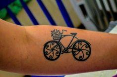 Bicicleta é motivo de paixão para essas pessoas, veja as tatuagens delas
