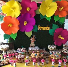 Aloha Party, Moana Birthday Party, Moana Party, Luau Birthday, Fiesta Party, Luau Party, Birthday Parties, Paper Flower Decor, Tissue Paper Flowers