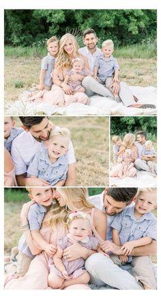 Family Portrait Outfits, Family Portrait Poses, Family Picture Poses, Family Picture Outfits, Family Posing, Family Photoshoot Ideas, Family Family, Family Photo Shoots, Poses For Family Pictures