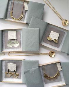 quyear 36 ideas for jewerly packaging ideas diy earring cards Jewelry Logo, Jewelry Branding, Jewelry Design, Diy Jewelry Packaging, Jewelry Ideas, Jewelry Websites, Jewelry Crafts, Diy Earring Cards, Packing Jewelry
