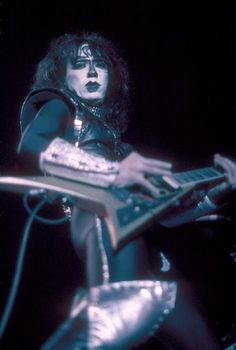 Vinnie Vincent Habby b-day! Kiss Images, Vinnie Vincent, Eric Carr, Vintage Kiss, Black And White Face, Peter Criss, Kiss Art, Best Kisses, Paul Stanley