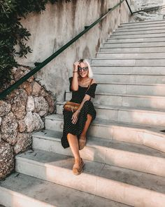 "Bianca / Kärntner Bloggerin auf Instagram: ""Leave footprints of love and kindness wherever you go 🐾 happy sunday! Wir genießen den letzten gemeinsamen Urlaubstag noch in vollen Zügen…"" Happy Sunday, Peonies, Shoulder Dress, Sunglasses, Instagram, Dresses, Fashion, Vestidos, Moda"